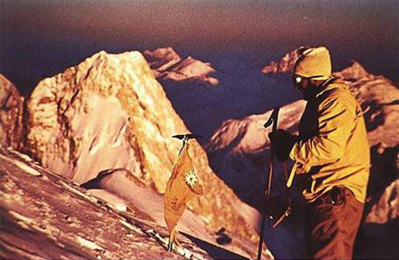 هرمان بول بر روی قله برودپیک