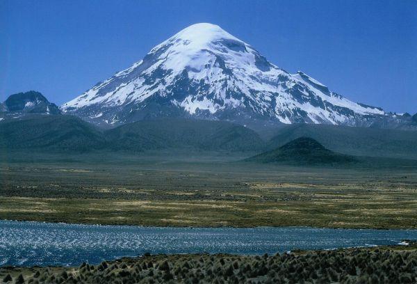 کوه نوادو ساخاما در بولیوی با مرتفع ترین خط رویش درخت در دنیا