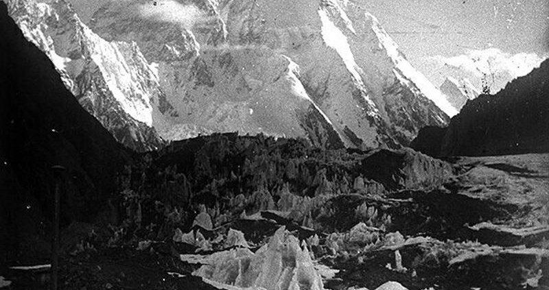 اولین عکس ثبت شده از کوه k2 در سال 1902