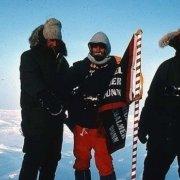 نیل آرمسترانگ به همراه ادموند هیلاری در قطب شمال