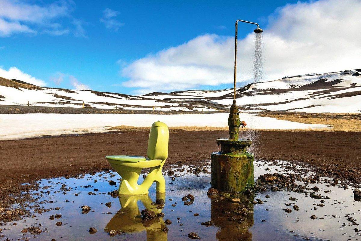 توالت و دوش آبگرم در ن دیکی آتشفشان کرافلا در ایسلند
