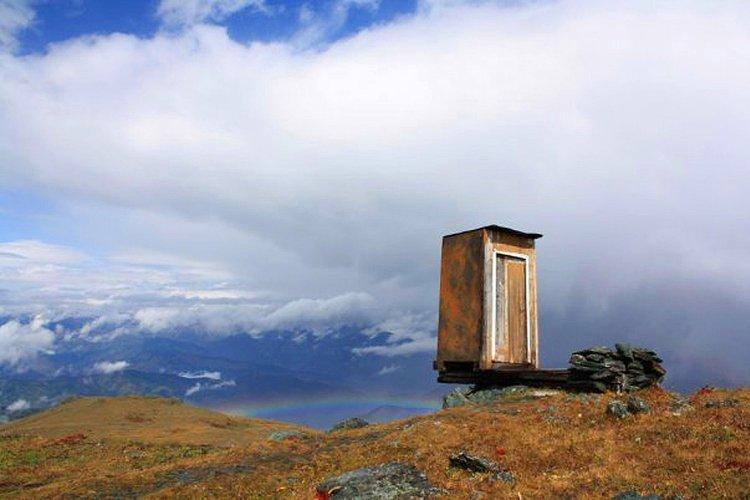 توالت ایستگاه هواشناسی کوه آلتای سیبری یکی از ترسناک ترین توالت های دنیا