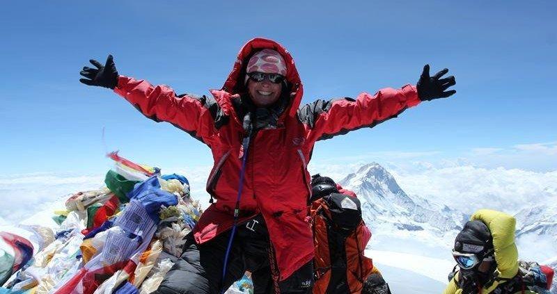 صعود به اورست چقدر هزینه دارد